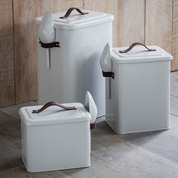 Pet bin and scoop, 34 x 22 x 25cm, chalk with leather handle