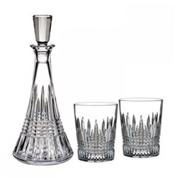 Decanter gift set consisting of decanter and pair of tumblers
