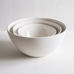Plain Set of 3 mixing bowls, small, medium, large, porcelain