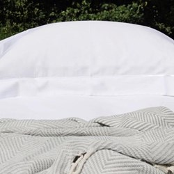 King size fitted sheet, white