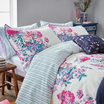 Cottage Garden Floral Super king size duvet cover, L220 x W260cm, white