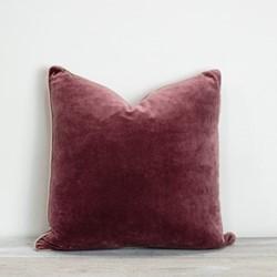 Unari Velvet cushion, 50 x 50cm, pomegranate
