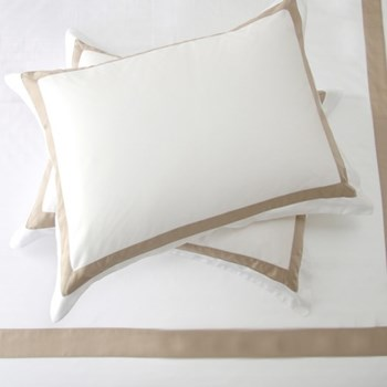Fiorano Pair of Cambridge pillowcases, 50 x 75cm, white/taupe
