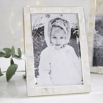 "Mother of Pearl Photograph frame, 4 x 6"", white"