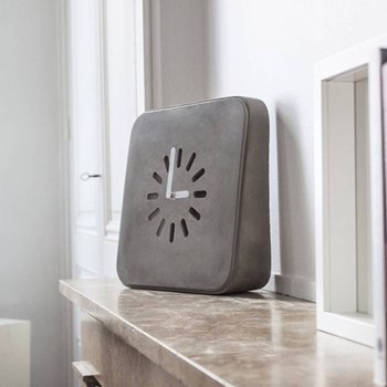 Concrete wall-mounted or desk clock L28 x W8 x H28cm