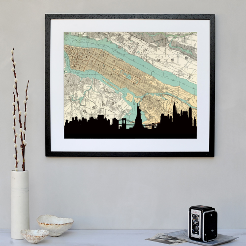 New York Framed silhouette image with map, 43 x 48cm, Black Frame