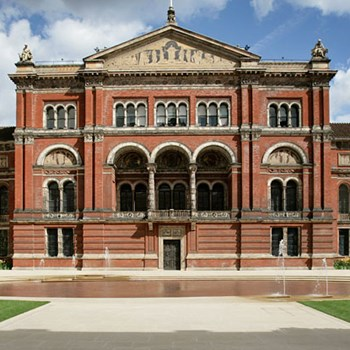Private V&A museum tour with Michelin-starred dining for two