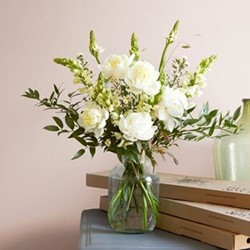 Lux Letterbox flower subscription, 12 months