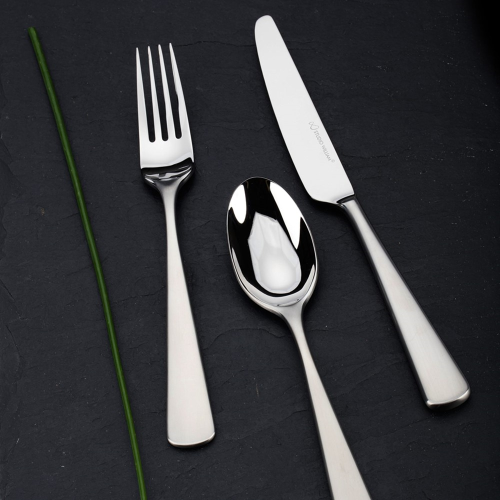 Mahogany 7 piece place setting, satin finish stainless steel