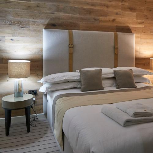 Three nights in the Treehouse Hotel, midweek - low season