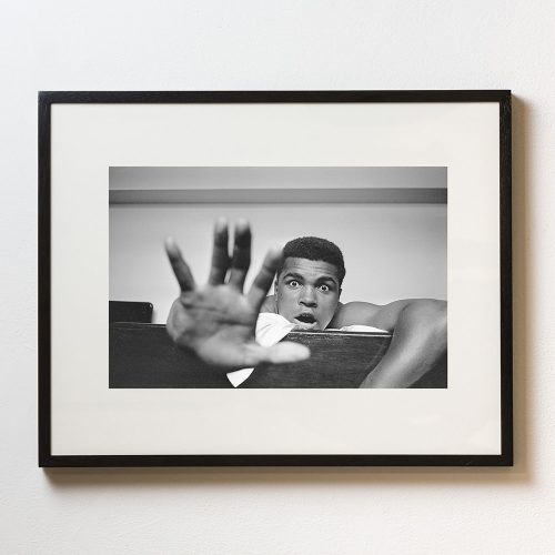 Give me Five Framed photograph, H56 x W71cm