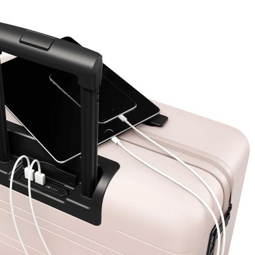 H6 Medium check-In trolley suitcase, W46 x H64 x D24cm, Pale Rose