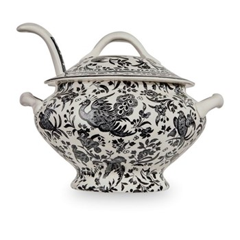 Sauce tureen and ladle