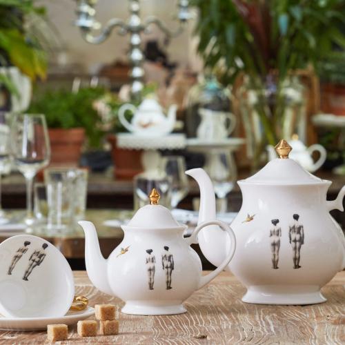 Models Large teapot, 18 x W22 x D10cm, Crisp White/Burnished Gold Details