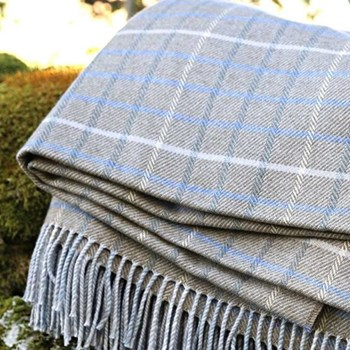 Caithness Wool and cotton mix throw, 220 x 155cm, caithness