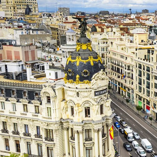 Private before-hours art gallery tour and gastronomic break for two in Madrid