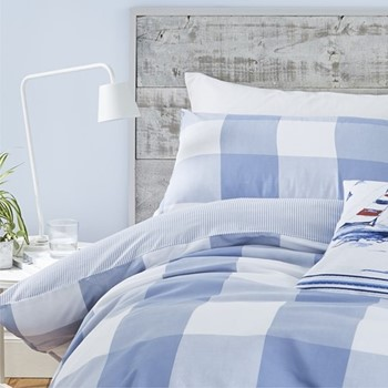 Easy care king duvet and pillow set 220 x 230cm