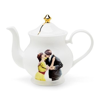 Kissing Couple Large teapot, H18 x W22 x D10cm, crisp white/burnished gold details