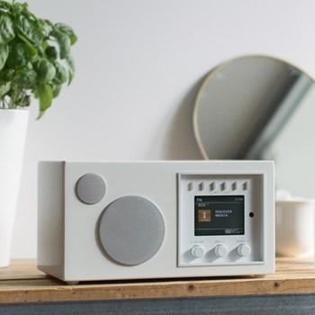 Solo Smart speaker, L24 x W18 x H13.2cm, piano white
