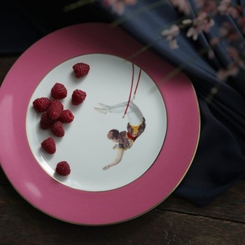 Trapeze Girl Dinner plate, 27cm, crisp white with raspberry pink border/burnished gold edge